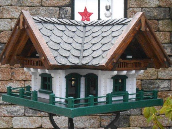 vogelhaus handarbeit vogelvilla oder vogelfutterhaus. Black Bedroom Furniture Sets. Home Design Ideas