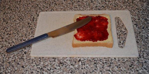 Toast mit Marmelade als Weihnachtsessen